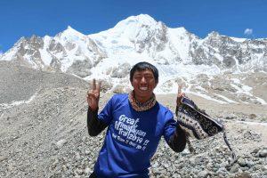 One the top of Larke-la pass (alt.5130m)